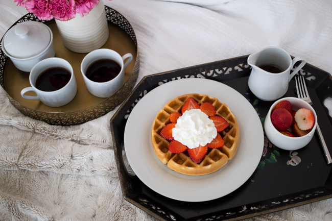 Valentine's Day idea Breakfast in Bed via @maeamor