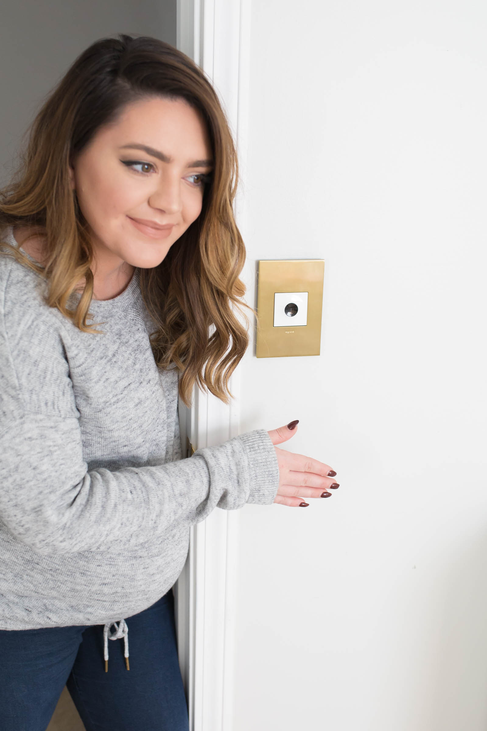 Nursery Finishing Touches with Legrand Adorne Collection | Brushed Brass Wall Plate | Wi-FI Outlet | USB Outlet | Innovative Lighting Controls & Charging Solutions | via @maeamor